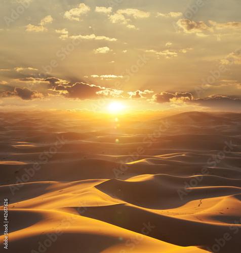 Fototapeta Afryka   pustynia-w-afryce-o-zachodzie-slonca