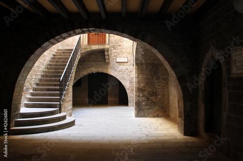 Fototapeta barcelona schody-na-podworku-w-barcelonie