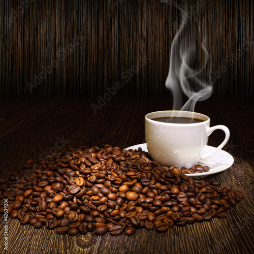 Spoed Foto op Canvas Cafe Coffee beans and white cup
