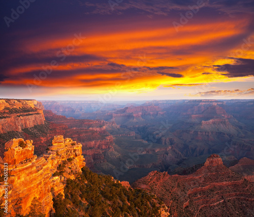 Photo Stands Crimson Grand canyon