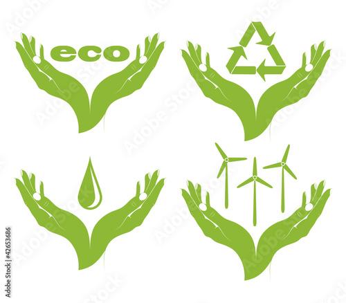 Plakaty ekologiczne   zestaw-eko-symboli-w-rekach-kobiet