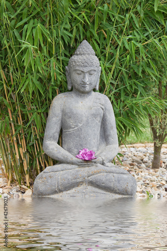 Entspannung Im Garten Buddha S Buy This Stock Photo And Explore