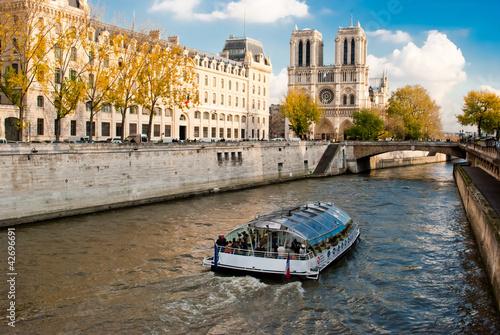 Fotografia  Notre Dame view from Seine river, Paris