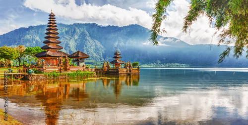 Printed kitchen splashbacks Place of worship Pura Ulun Danu