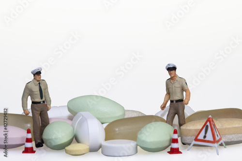 Fotografija  Polizisten mit Tabletten