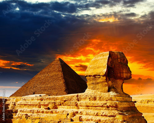 Spoed Foto op Canvas Egypte Great Sphinx and the Pyramids at sunset