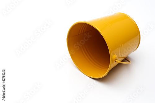 Fotografie, Obraz  白背景に黄色のバケツ