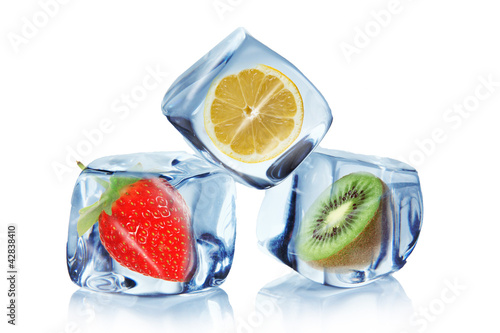 Poster Dans la glace Fruit in ice cubes over white