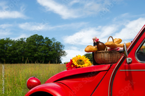 Papel de parede French car with bread and wine