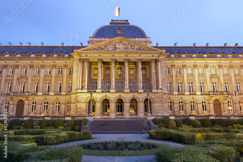 Stickers pour porte Bruxelles Brussels - The Royal Palace in evening in Belgium.