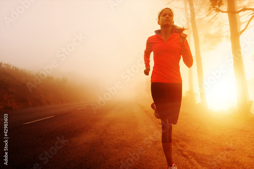 Foto auf AluDibond Jogging Sunrise running woman