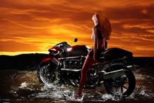 Maedchen Mit Motorrad 3