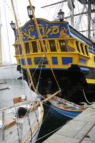 Fotografía  poupe du bateau et sa barque