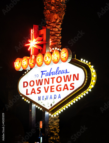Tuinposter Las Vegas The downtown Las Vegas sign at night