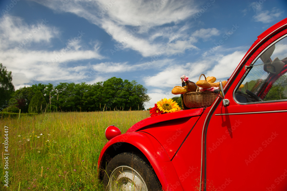 Fotografia French car with bread and wine