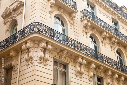 Papiers peints Paris Haus mit Balkon in Paris