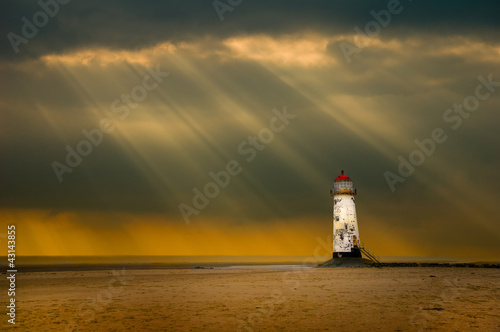 Photo lighthouse as the storm breaks