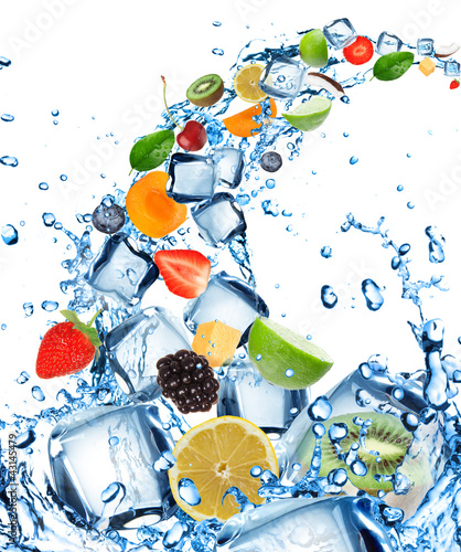 Foto op Canvas Opspattend water Fresh fruit in water splash with ice cubes