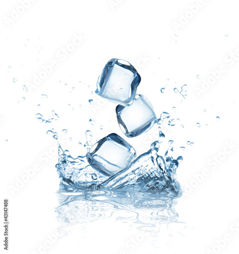 Papiers peints Eau Ice cubes in water splash