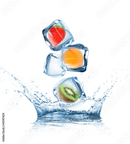 Keuken foto achterwand Opspattend water Fruit in ice cubes in motion