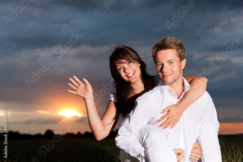 Paar in der Abenddämmerung Canvas Print