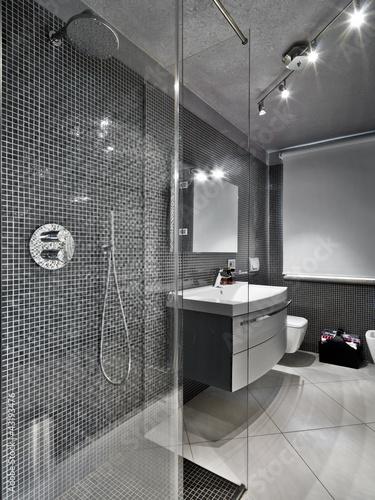 Cuadros en Lienzo bagno moderno con box doccia e mobile per il lavabo