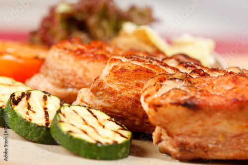 Papiers peints Steakhouse meat with grilled vegetables