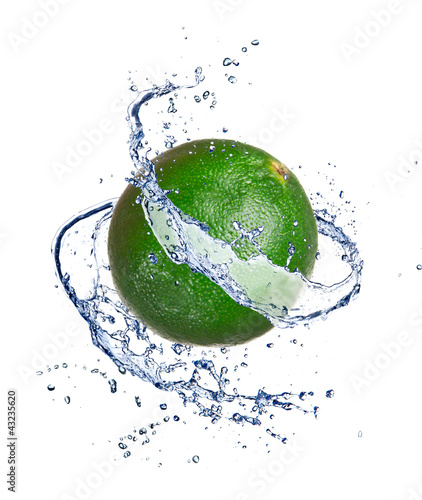 Poster Eclaboussures d eau Lime in water splash, isolated on white background