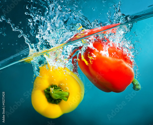 Poster Eclaboussures d eau colorful peppers