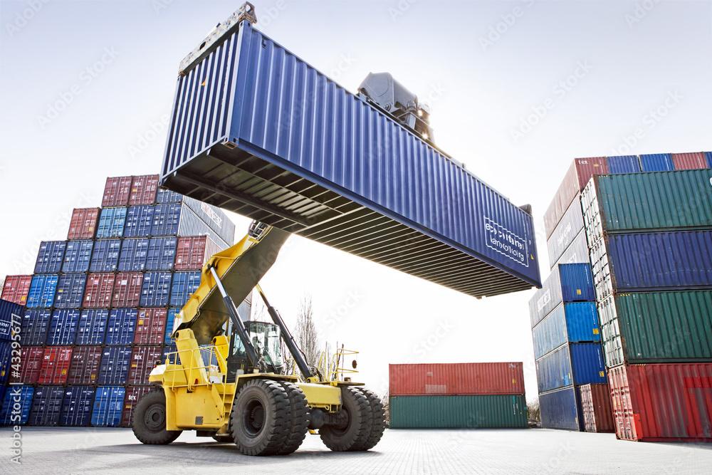 Fotografía  Reach-Stacker mit Container