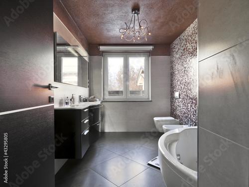 bagno moderno con vasca e mobile per il lavabo - Buy this stock ...