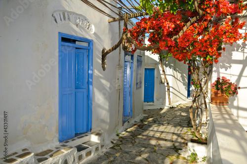 grecka-tradycyjna-ulica-w-malym-miasteczku