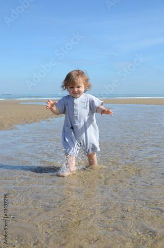 Photo  les pieds dans l'eau