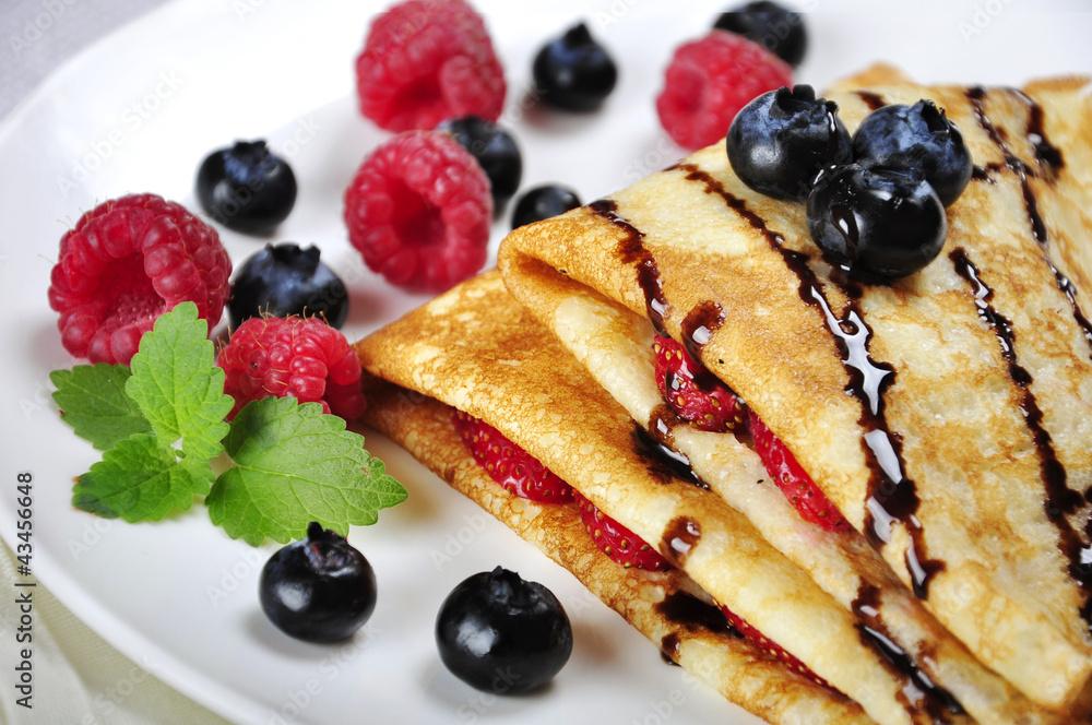 Fototapety, obrazy: Pancakes sereved with raspberries