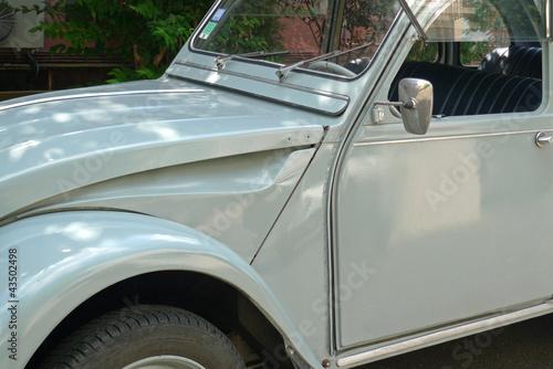 Photo  vieille voiture grise de collection