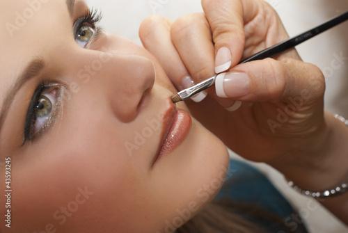Fotografía  Atelier maquillage - portrait d'une ado se faisant maquiller