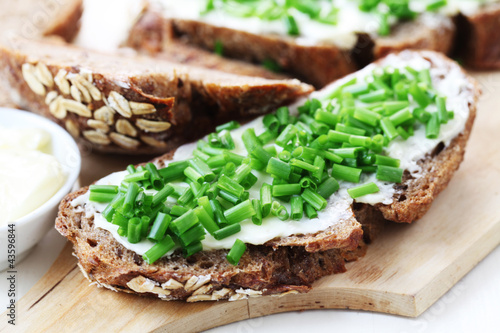 Wholesome Bread with Chives Fototapete