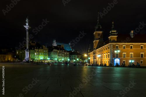stare-miasto-w-warszawie-podczas-nocy
