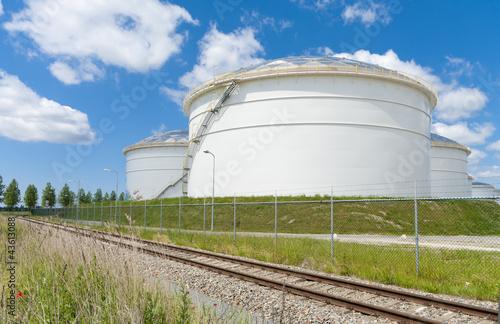 Fényképezés  oil storage tanks