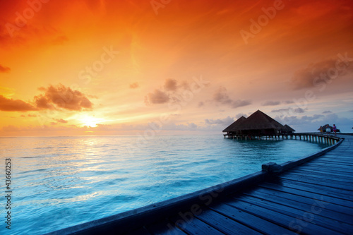 Foto-Leinwand - maldivian houses on sunrise