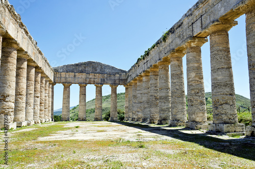 Valokuva  The Doric temple of Segesta in Sicily, Italy