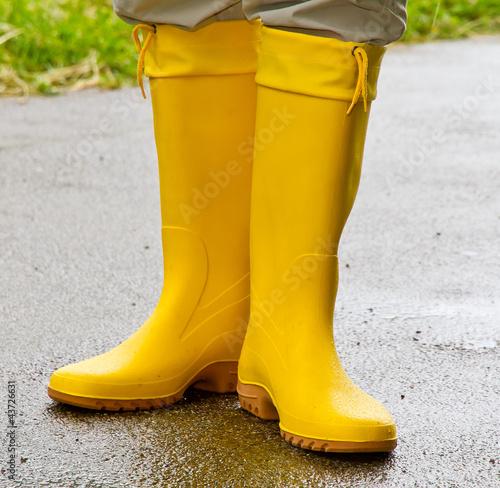 Gelbe Gummistiefel - kaufen Sie dieses Foto und finden Sie ...
