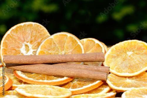 Photo sur Aluminium Tranches de fruits Orangen mit Zimt