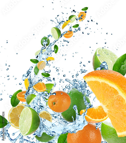 Poster Eclaboussures d eau Fresh fruit in water splash