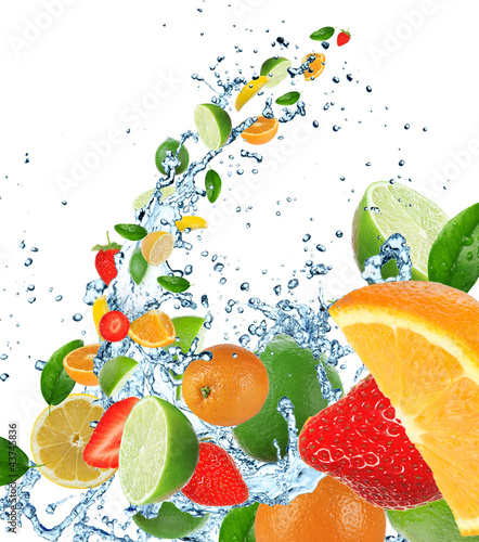 Poster Eclaboussures d eau Fresh fruits in water splash on white background
