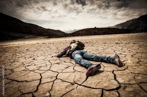person lays on the dried ground Fototapet
