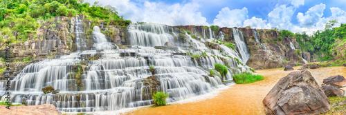 Staande foto Watervallen Pongour waterfall