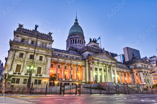 La pose en embrasure Buenos Aires Argentina National Congress building facade on sunset.