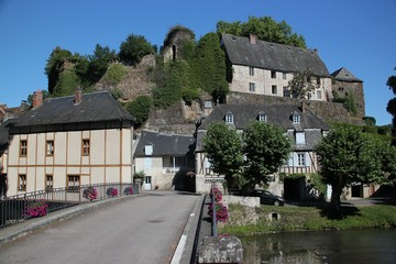 Fototapeta na wymiar Ségur-le-Château (Corrèze)