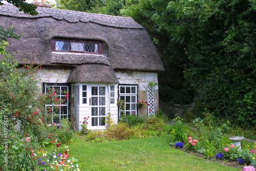 Photo  Thatched cottage